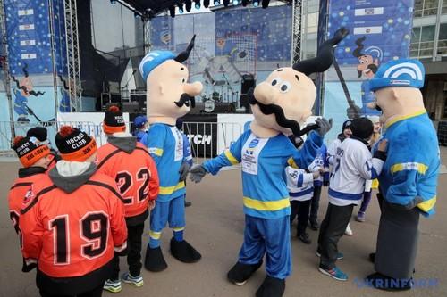 ВКиеве торжественно открыли хоккейную фан-зону