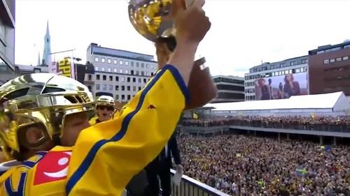 Фанаты встретили свою сборную в Стокгольме
